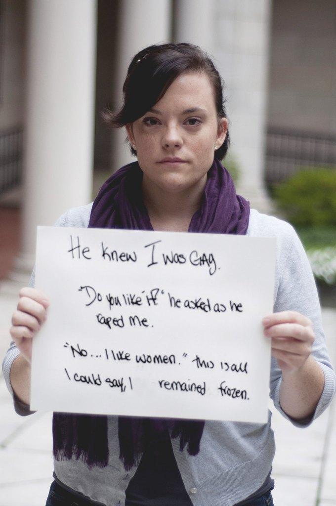 """Он знал, что я лесбиянка. """"Тебе нравится?"""" - он спросил после изнасилования. """"Нет, мне нравятся женщины,"""" - я не могла двигаться."""